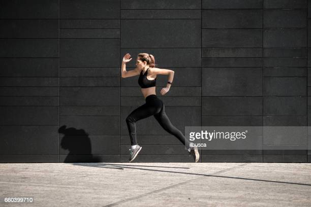 Sporting women - Urban running: Sprint