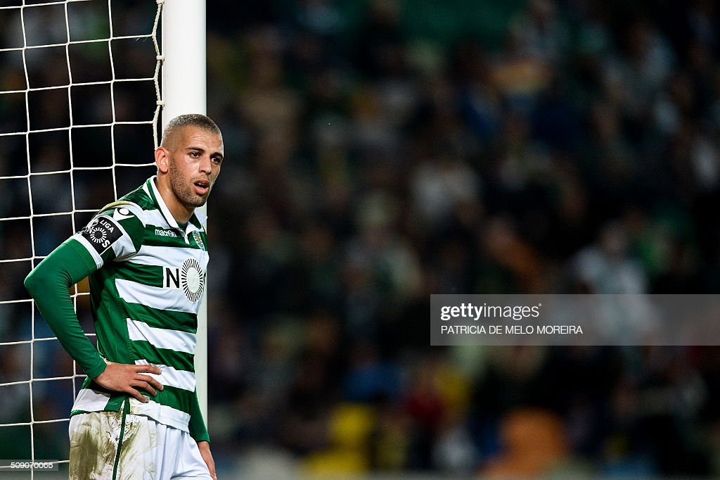 Sporting's Algerian forward Islam Slimani looks on during the Portuguese league football match Sporting vs Rio Ave at Alvalade stadium in Lisbon on February 8, 2016. / AFP / PATRICIA DE MELO MOREIRA