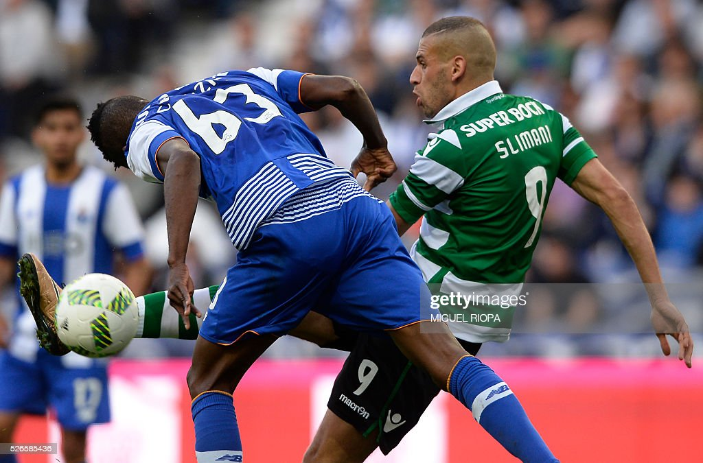 Sporting's Algerian forward Islam Slimani (R) vies with Porto's Nigerian defender Chidozie during the Portuguese league football match FC Porto vs Sporting CP at the Dragao stadium in Porto on April 30, 2016. / AFP / MIGUEL