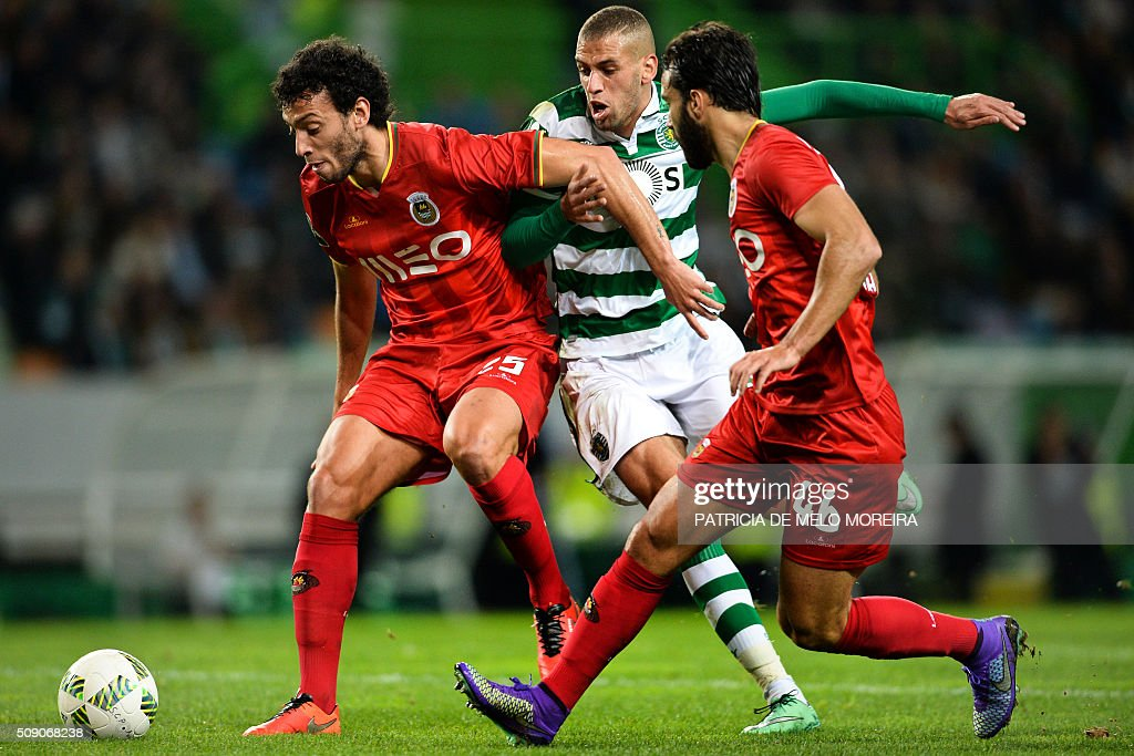 Sporting's Algerian forward Islam Slimani (C) vies with Rio Ave's defender Roderick Miranda (L) and Rio Ave's Brazilian defender Marcelo Ferreira during the Portuguese Primeira Liga football match between Sporting and Rio Ave at Alvalade stadium in Lisbon on February 8, 2016. / AFP / PATRICIA DE MELO MOREIRA