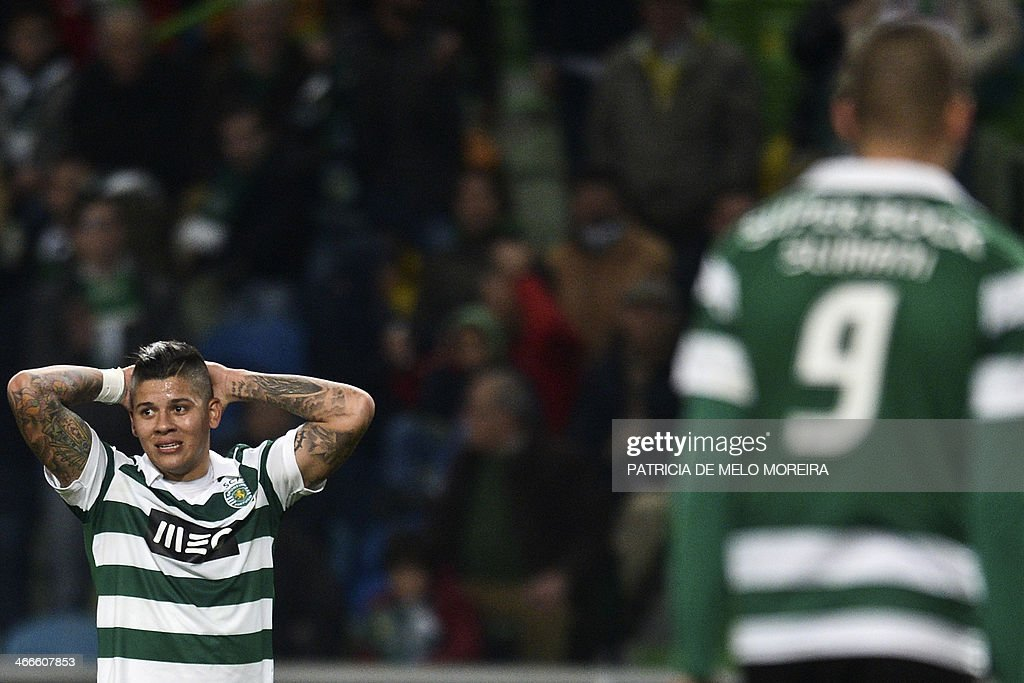 Sporting's Argentine defender Marcos Rojo (L) reacts after missing a goal opportunity during the Portuguese league football match Sporting vs Academica at the Alvalade stadium on February 2, 2014.
