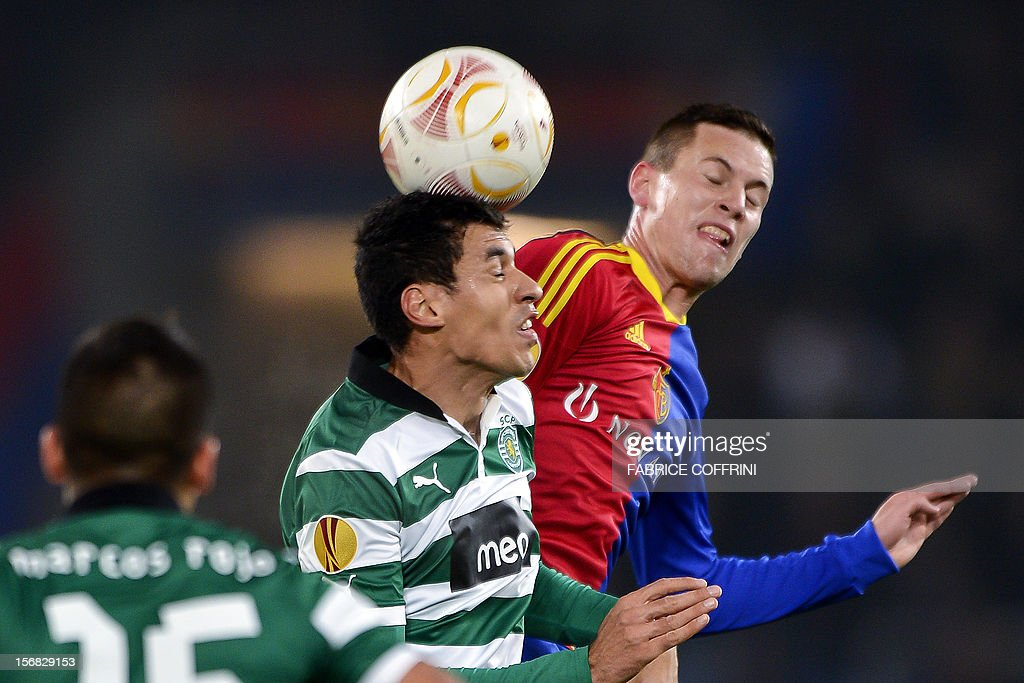 Sporting's Brazilian defender Xandao (C) vies for the ball with FC Basel's midfielder Fabian Frei (R) during the Europa League UEFA Group G football match between FC Basel and Sporting Clube de Portugal on November 22, 2012, in Basel.