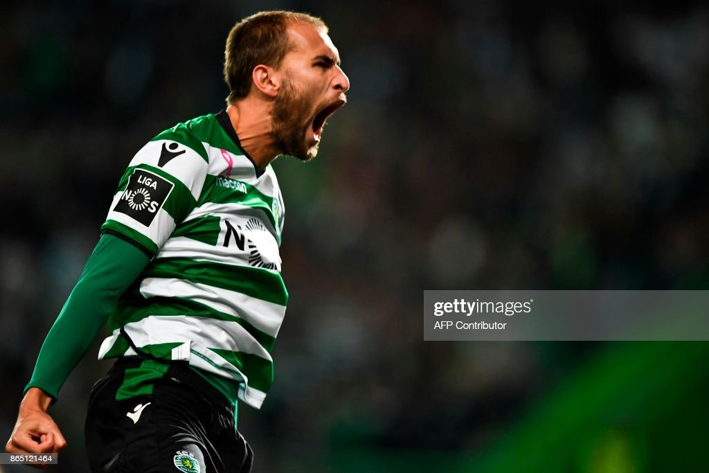 Sporting's Dutch forward Bas Dost celebrates after scoring a goal during the Portuguese league football match Sporting CP vs GD Chaves at the Jose Alvalade stadium in Lisbon on October 22, 2017. /