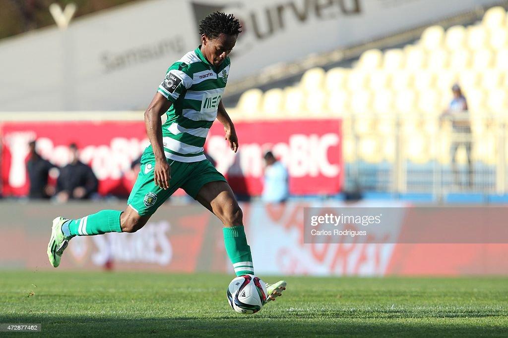 Sporting's forward Andre Carrillo during the Prmeira Liga match between Estoril and Sporting CP at Estadio Antonio Coimbra da Mota on May 10, 2015 in Estoril, Portugal.