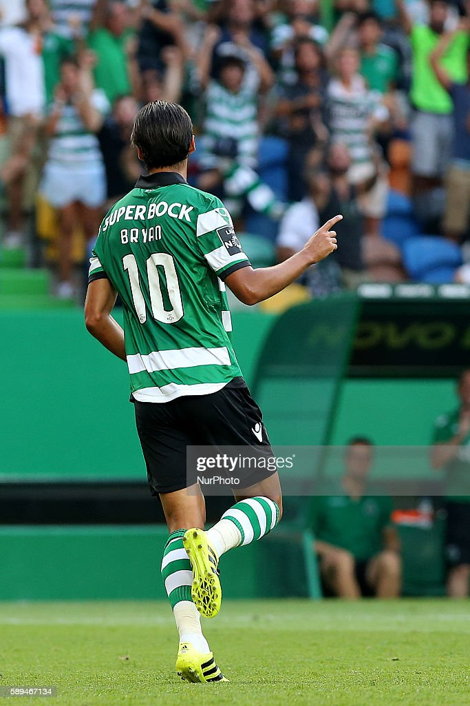 Sporting's forward Bryan Ruiz from Costa Rica celebrating after scoring a goal during the Premier League 2016/17 match between Sporting CP vs...