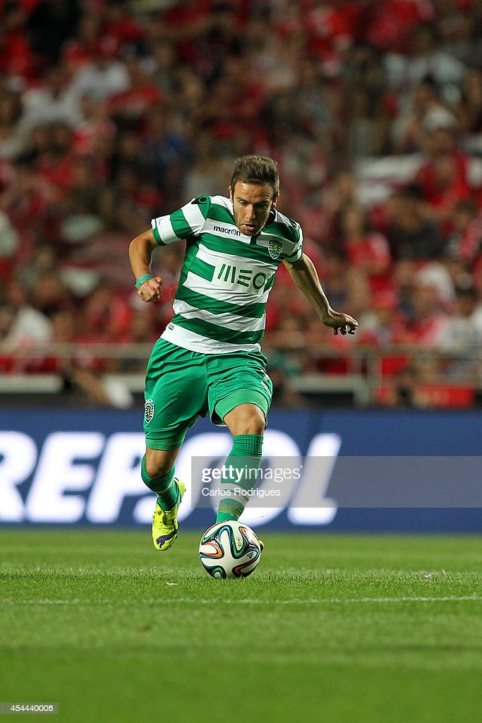 Sporting's forward <a gi-track='captionPersonalityLinkClicked' href=/galleries/search?phrase=Diego+Capel&family=editorial&specificpeople=4164836 ng-click='$event.stopPropagation()'>Diego Capel</a> during the Primeira Liga match between SL Benfica and Sporting CP at Estadio da Luz on August 31, 2014 in Lisbon, Portugal. (Photo by Carlos Rodrigues/Getty Images).
