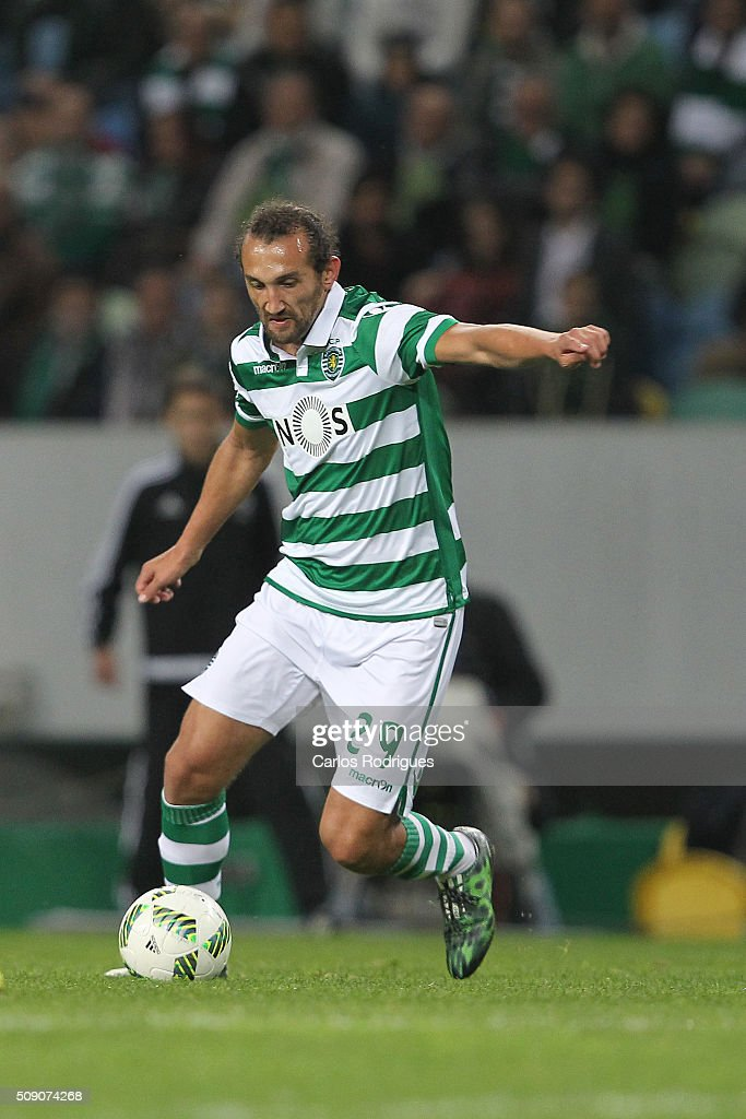 Sporting's forward <a gi-track='captionPersonalityLinkClicked' href=/galleries/search?phrase=Hernan+Barcos&family=editorial&specificpeople=4755050 ng-click='$event.stopPropagation()'>Hernan Barcos</a> during the match between Sporting CP and Rio Ave FC for the Portuguese Primeira Liga at Jose Alvalade Stadium on February 08, 2016 in Lisbon, Portugal.