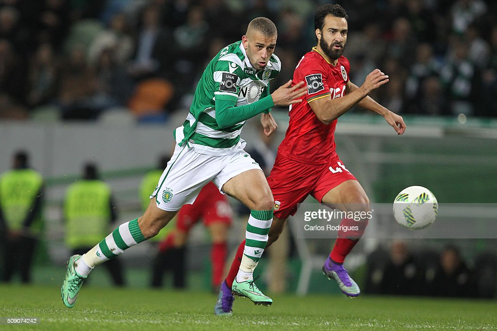 Sporting's forward <a gi-track='captionPersonalityLinkClicked' href=/galleries/search?phrase=Islam+Slimani&family=editorial&specificpeople=9704639 ng-click='$event.stopPropagation()'>Islam Slimani</a> (L) vies with Rio Ave's defender Marcelo (D) during the match between Sporting CP and Rio Ave FC for the Portuguese Primeira Liga at Jose Alvalade Stadium on February 08, 2016 in Lisbon, Portugal.