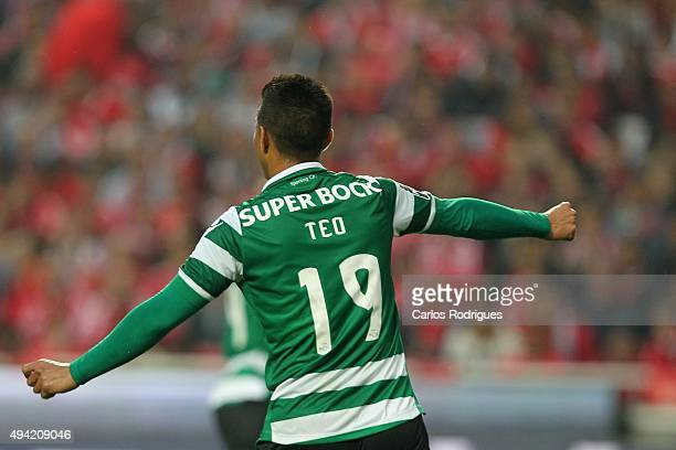 Sporting's forward Teofilo Gutierrez celebrates scoring Sporting«s first goal during the match between SL Benfica and Sporting CP at Estadio da Luz...