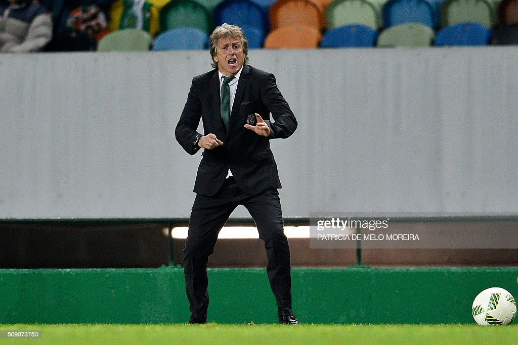 Sporting's head coach Jorge Jesus gestures from the sideline during the Portuguese Primeira Liga football match between Sporting and Rio Ave at Alvalade stadium in Lisbon on February 8, 2016. / AFP / PATRICIA DE MELO MOREIRA