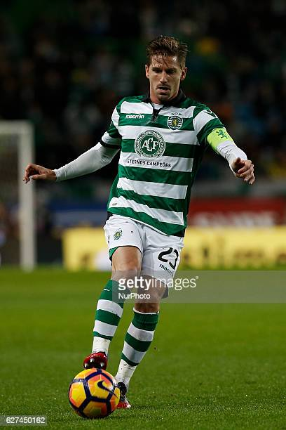 Sporting's midfielder Adrien Silva in action during Premier League 2016/17 match between Sporting CP vs Vitoria FC in Lisbon on December 03 2016