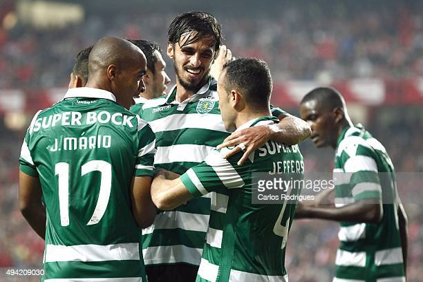 Sporting's midfielder Bryan Ruiz celebrates scoring Sporting third goal with his team mates during the match between SL Benfica and Sporting CP at...