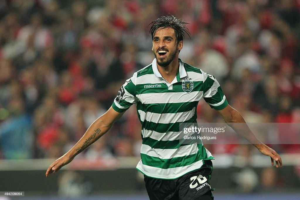Sporting's midfielder Bryan Ruiz celebrates scoring Sporting third goal during the match between SL Benfica and Sporting CP at Estadio da Luz on...