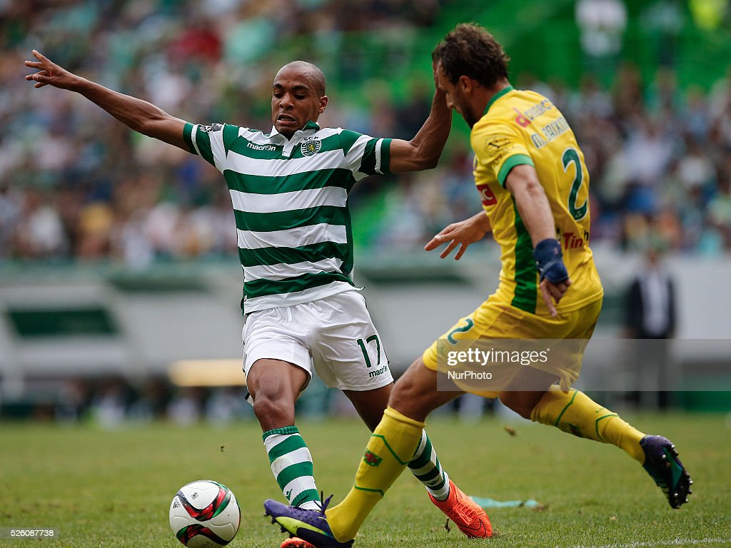 Sporting s midfielder Joao Mario L vies for the ball with Pacos