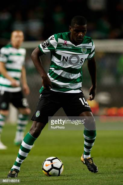 Sporting's midfielder William Carvalho in action during Primeira Liga 2017/18 match between Sporting CP vs GD Chaves in Lisbon on October 22 2017