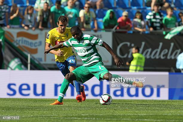 Sporting's midfielder William Carvalho vies with Estoril's forward Leo Bonatini during the Prmeira Liga match between Estoril and Sporting CP at...