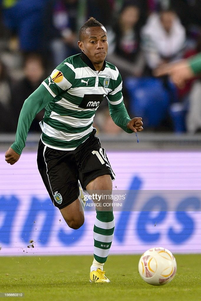 Sporting's Peruvian forward Andre Carrillo controls the ball during his Europa League UEFA Group G football match between FC Basel and Sporting Clube de Portugal on November 22, 2012, in Basel.