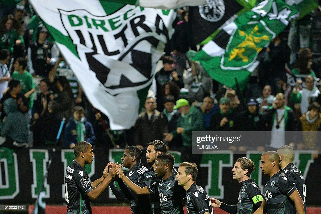 Sporting's players celebrate a goal during the Portuguese league football match CD Nacional Funchal vs Sporting CP at the Madeira stadium in Funchal on February 13, 2016. / AFP / RUI SILVA
