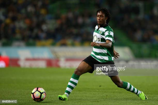 Sporting's Portuguese forward Gelson Martins in action during the Portuguese League football match Sporting CP vs Vitoria Guimaraes at Alvadade...