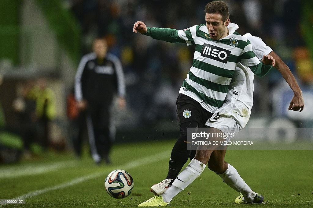 Sporting's Spanish midfielder Diego Capel (L) vies with an Academica's player during the Portuguese league football match Sporting vs Academica at the Alvalade stadium on February 2, 2014. The game ended in a draw 0-0.