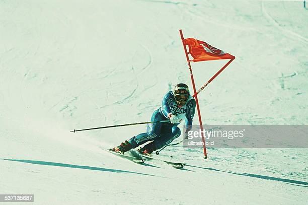 Sportler Ski Alpin NOR in Aktion Abfahrt in Sölden 1993