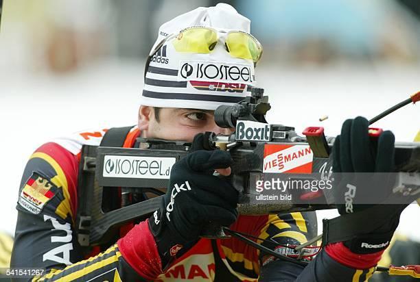 Sportler Ski nordisch Biathlon Din Aktion beim Schießen
