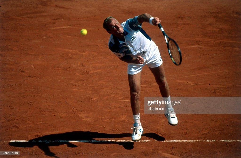 Sportler Tennis Österreich French Open in Paris beim Aufschlag Juni 1996