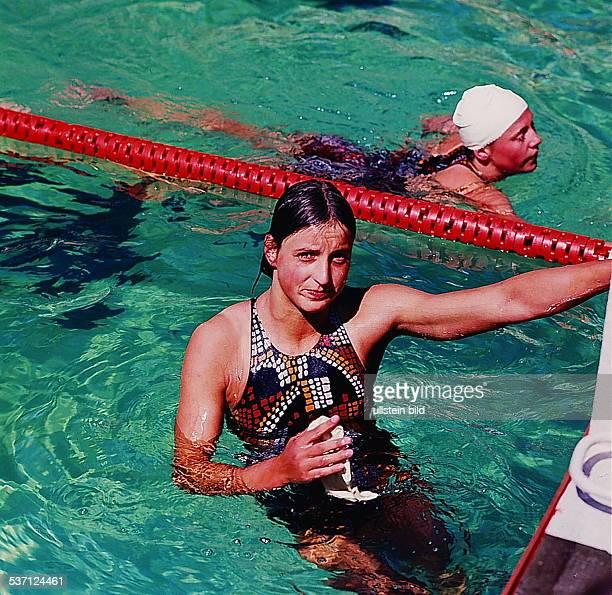 Sportlerin Schwimmen DDR im Wasser 1975