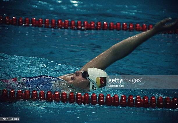Sportlerin Schwimmen DDR in Aktion bei den olympischen Spielen in Seoul 1988