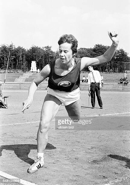 sports Athletics sports meeting 1965 in GelsenkirchenBuer javelin throw women Anneliese Gerhards of Turnverein Lobberich DGelsenkirchen...