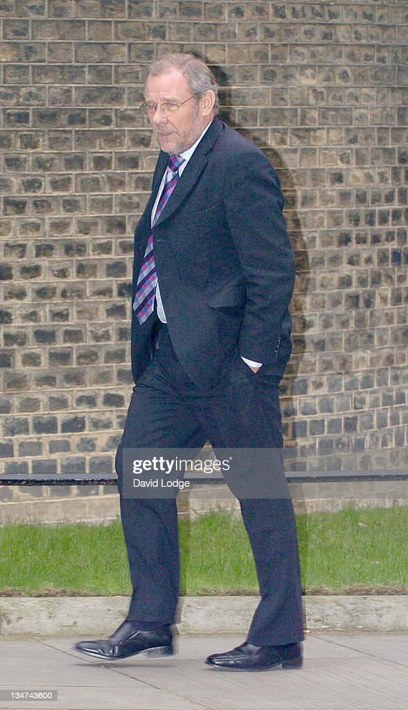 Sports Minister Richard Caborn arrives at 10 Downing Street in central London, February 2, 2006, to meet Prime Minister Tony Blair and other guests from the world of sport, politics and the media to discuss preparations for the World Cup 2006 held in Germany.