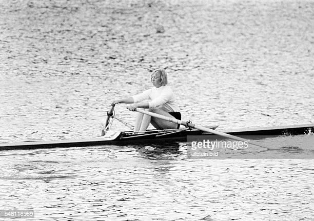 sports rowing International Rowing Regatta 1966 in Duisburg rowboat single scull woman DDuisburg DDuisburgWedau Rhine Ruhr area North RhineWestphalia