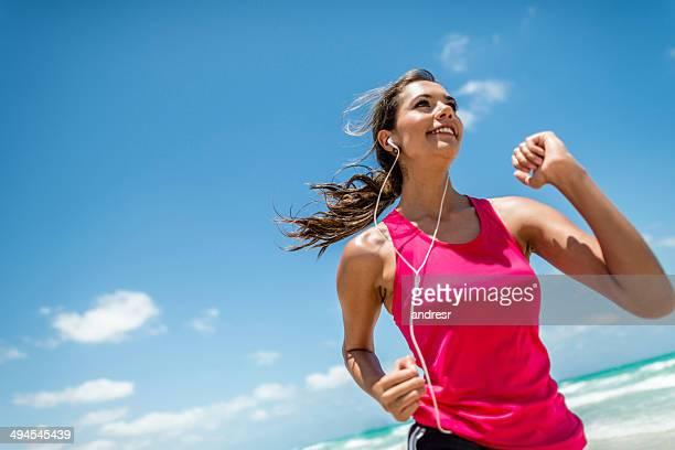 Sportliche Frau Laufen