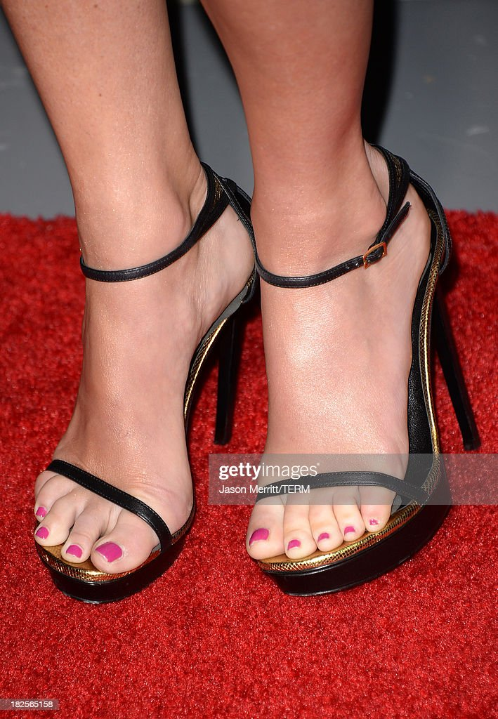 Sportscaster Erin Andrews (fashion detail) attends the premiere of Columbia Pictures' 'Captain Phillips' at the Academy of Motion Picture Arts and Sciences on September 30, 2013 in Beverly Hills, California.