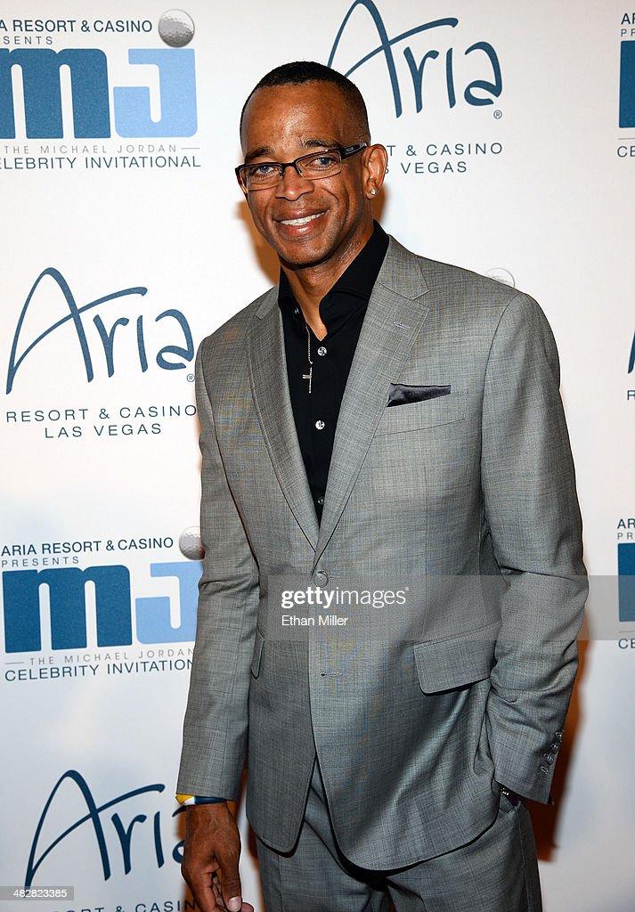 ESPN sportscaster Stuart Scott arrives at the 13th annual Michael Jordan Celebrity Invitational gala at the ARIA Resort Casino at CityCenter on April...