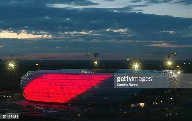 Sportstaette / Stadion Allianz Arena 2004 Muenchen Beleuchtungseinweihung 211004