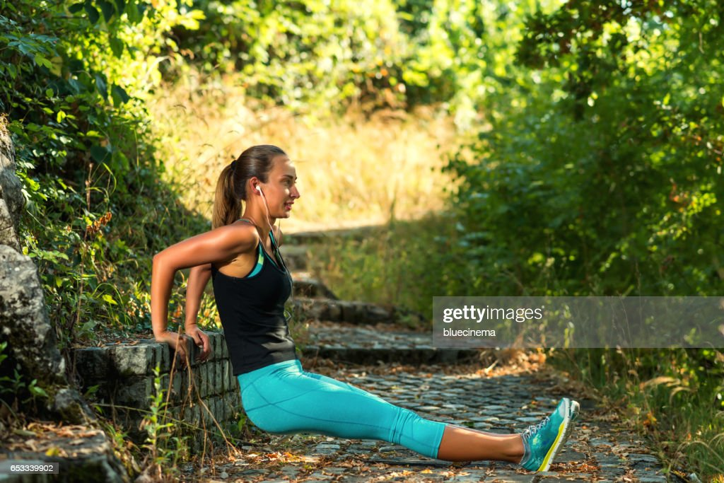 Sporty Woman exercising : Stock-Foto