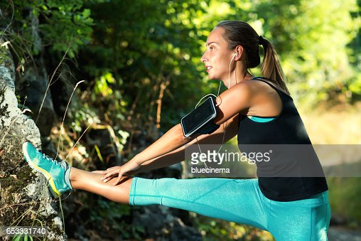 Sporty Woman Stretching Legs : Stockfoto