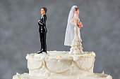 Wedding cake spouses turning their backs to each other for emerging problems