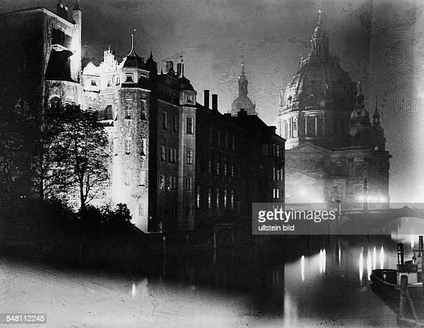 Spreeseite mit Blick auf den Dom bei Nacht um 1920