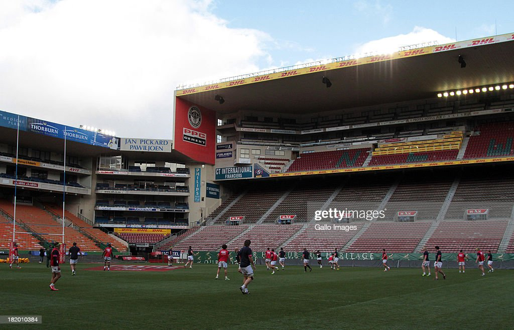 Sprinboks players train during the South African National rugby team captain's run at DHL Newlands on September 27, 2013 in Cape Town, South Africa.
