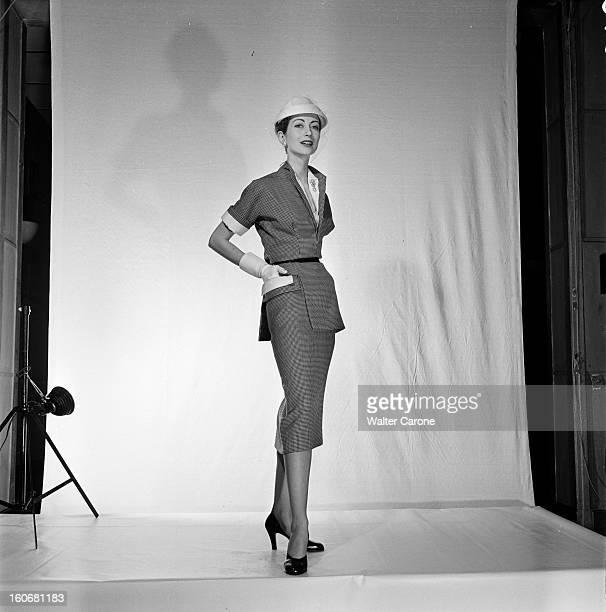 Spring Summer 1952 Fashion Presentation Paris Février 1952 La collection Printemps Eté 1952 par les grands couturiers le mannequin BETTINA muse de...