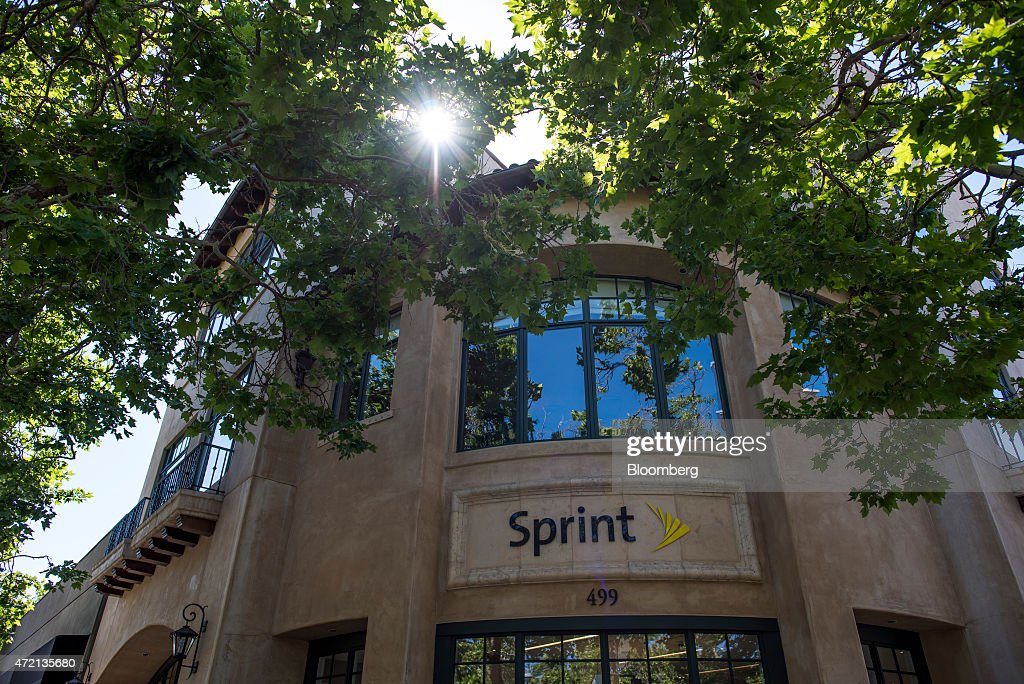 A Sprint Corp store stands in Palo Alto California US on Friday May 1 2015 Sprint Corp is scheduled to release earnings figures on May 5 Photographer...