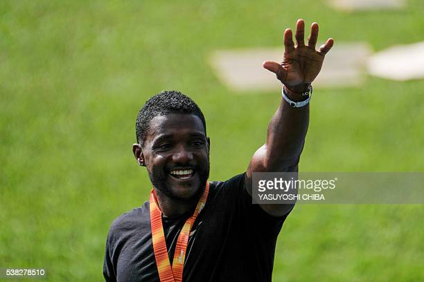 US sprinter Justin Gatlin waves during an exhibition race event at Quinta da Boa Vista park in Rio de Janeiro Brazil on June 5 2016 / AFP / YASUYOSHI...
