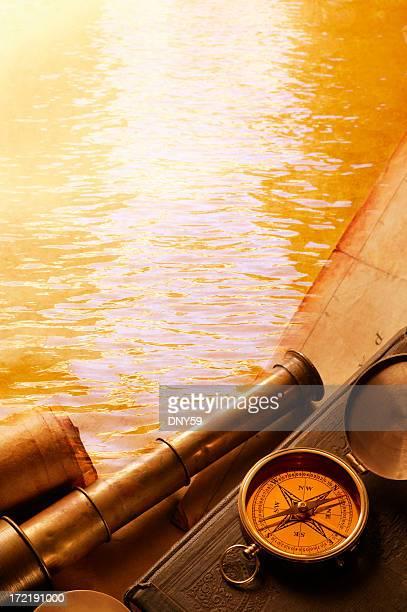 Spyglass y Brújula con agua en el fondo