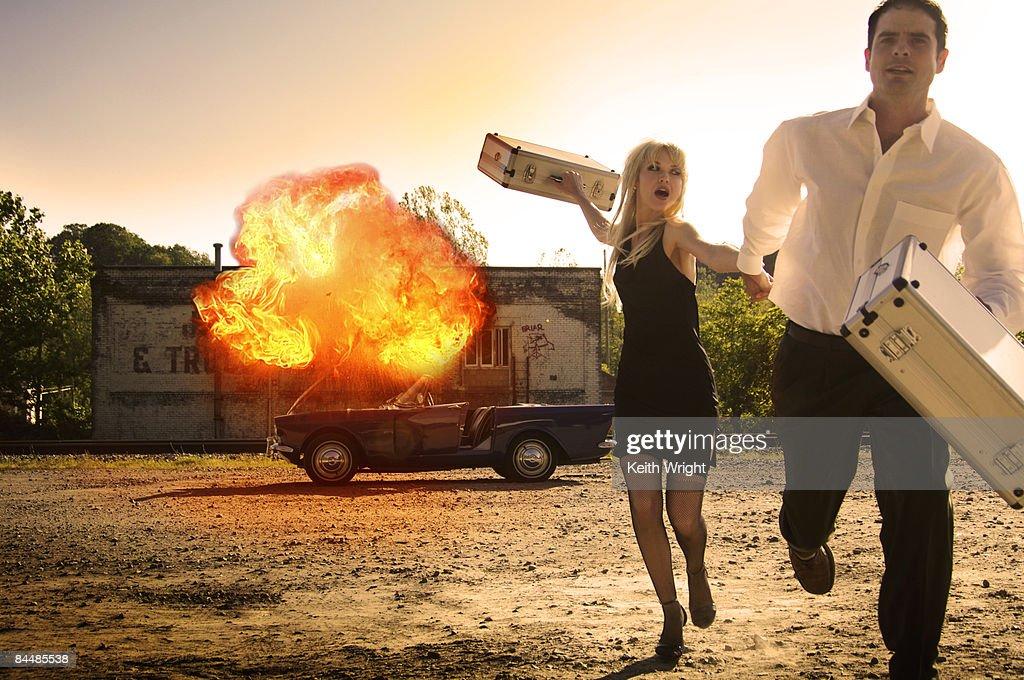 Spys flee exploding car