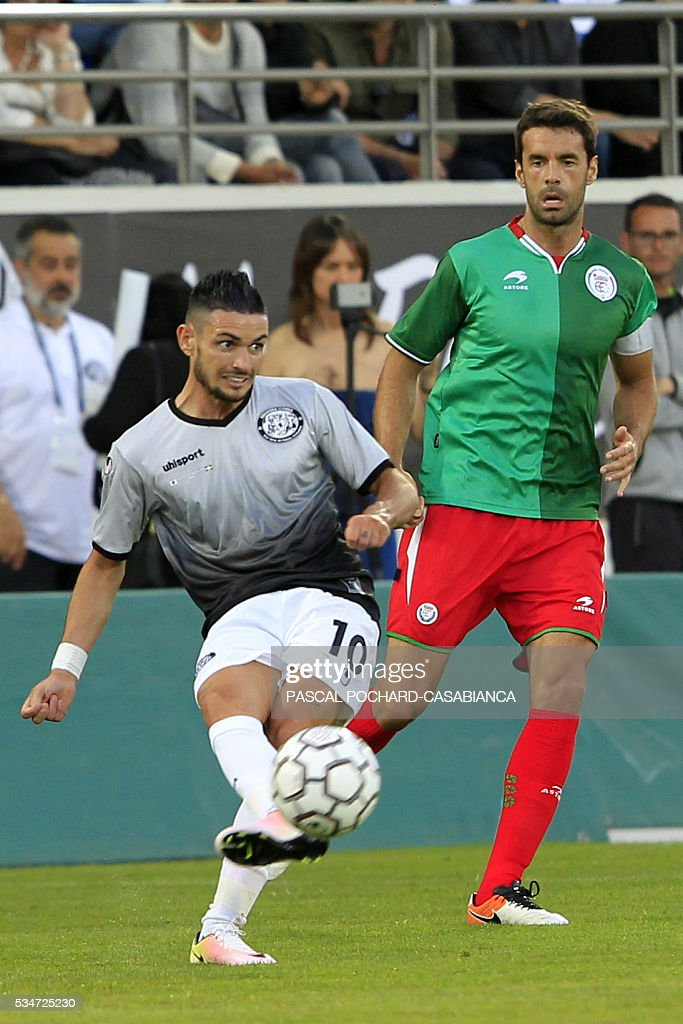 Squadra Corsa's forward Remy Cabella (L) kicks the ball during the friendly football match between Squadra Corsa and Euskadi on May 27, 2016, at the Ange Casanova stadium in Ajaccio, on the French Mediterranean island of Corsica. / AFP / PASCAL