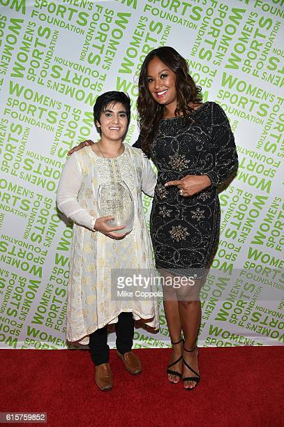 Squash player Maria Toorpakai Wazir poses with her Wilma Rudolph Courage Award and Boxer and WSF Past President Laila Ali at the 37th Annual Salute...