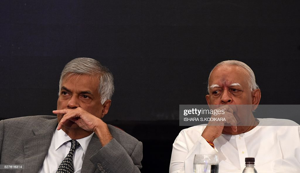 Sri Lanka Prime Minister Ranil Wickremesinghe (L) and main opposition leader R. Sampanthan look on during an event to mark International Press Freedom in Colombo May 3, 2016. Sri Lankas new government has unveiled a Right to Information Act that is scheduled to be discussed and approved by parliament shortly. / AFP / ISHARA