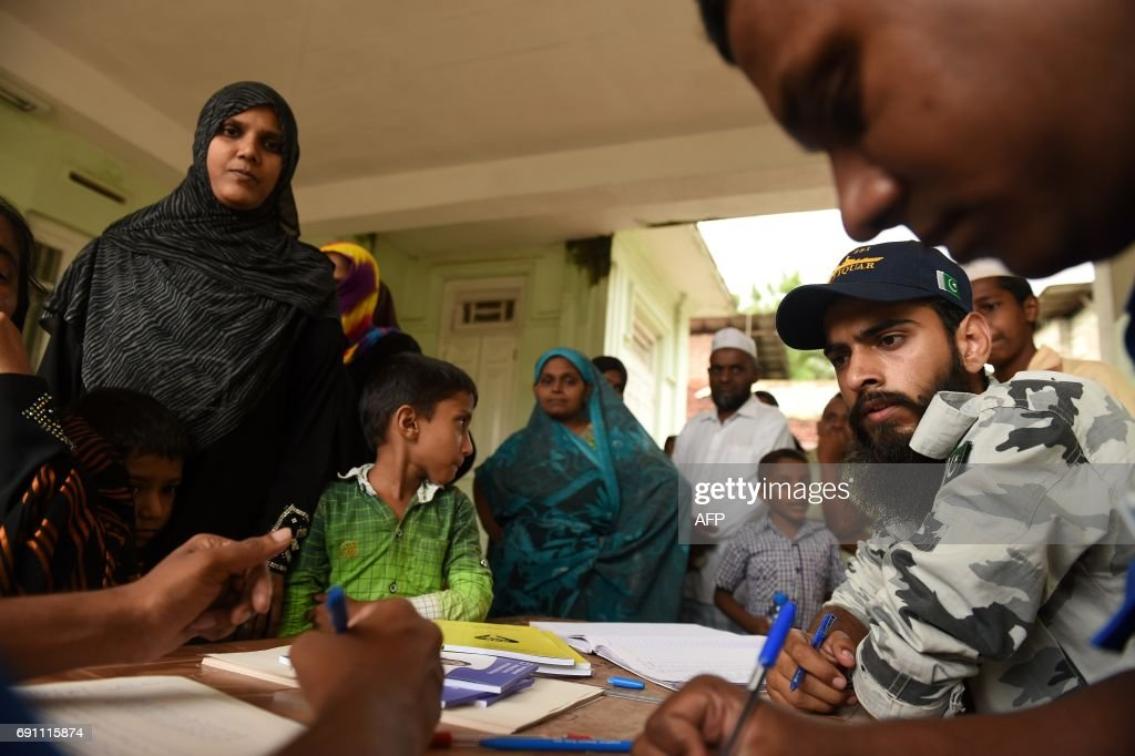 Sri Lankan and Pakistan navy medical staff attend to a flood victim at a refugee medical camp in Malwana on June 1, 2017. Sri Lanka pledged May 31 to tighten construction laws as the toll from heavy rains rose to 203, saying many landslide victims would have survived had their homes not been built on slopes. /
